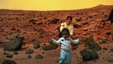 georyl and mommy poses at the martian landscape