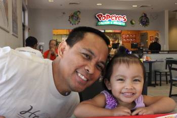 father and daughter at popeyes