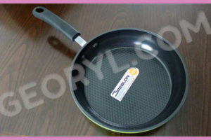 Product Review: 8″ Green Earth Pan from Ozeri