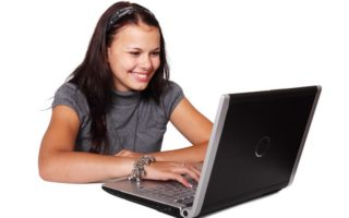 Four Helpful Suggestions for Saving Energy While Using a Laptop