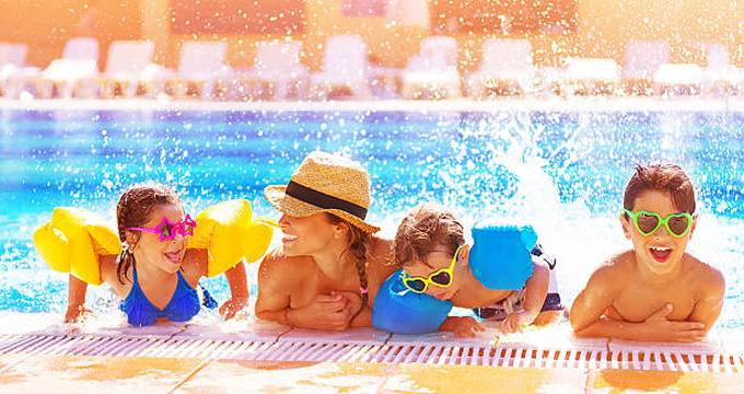 happy-family-in-the-pool